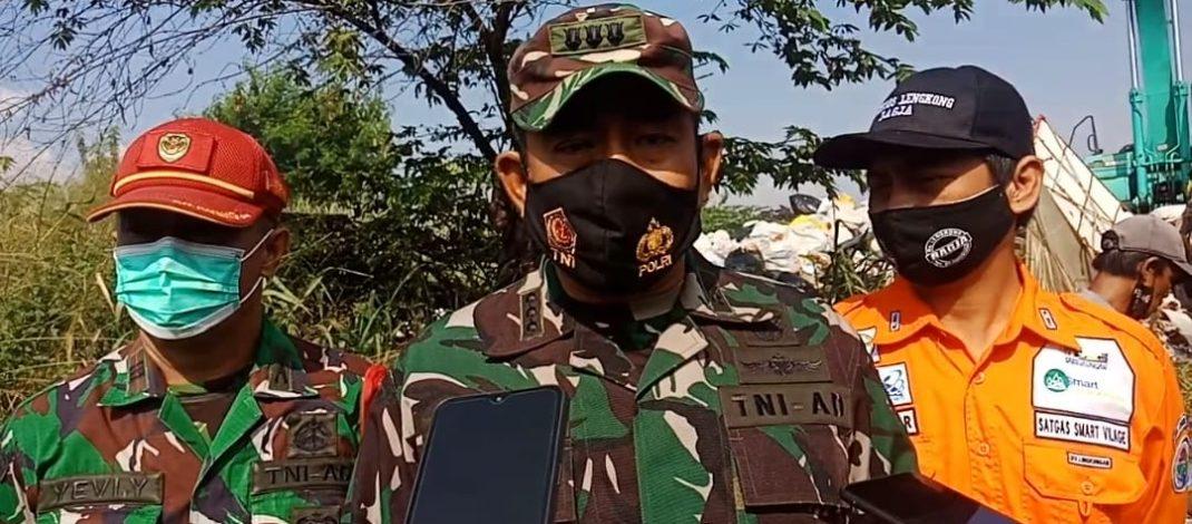 Dansektor 6 Satgas Citarum Pimpin Langsung Opsih Beberes Lembur di Desa Lengkong